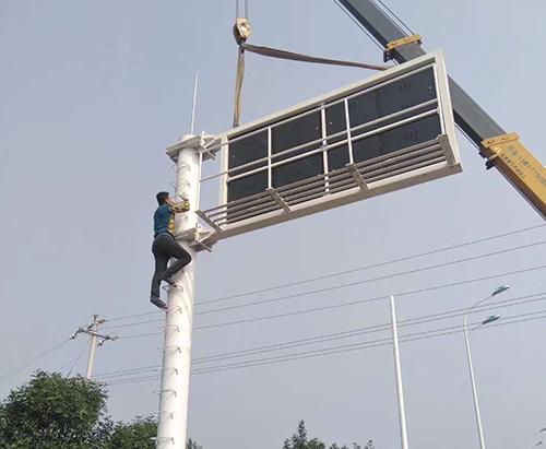 河南省郑州市某道路F型显示屏框架