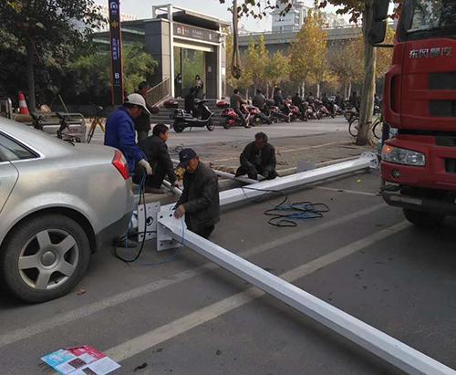 河南省郑州市郑东新区监控杆安装现场