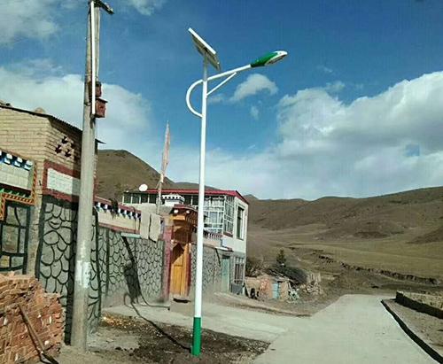 6米太阳能路灯3(海螺臂)